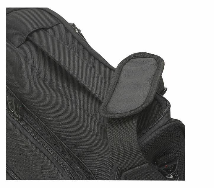 SOLO Portfolio-Black B111-4 Carrying Case, New with Tags